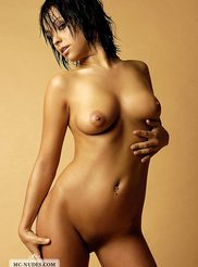 Golden Babe Latifa 05